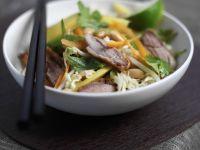 Peking Ente mit Krautsalat im asiatischen Stil Rezept
