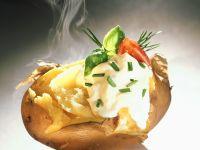 Pellkartoffel mit Schnittlauch und Crème fraîche Rezept