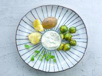 Pellkartoffeln mit Rosenkohl und Budwig-Kräuter-Dip Rezept