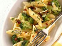 Penne mit Brokkoli und Chilischoten Rezept