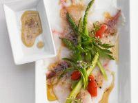Pescaccio mit Spargel und Tomate Rezept