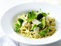 Pesto-Nudeln mit Brokkoli Rezept