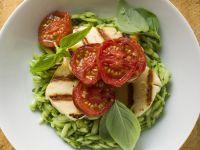 Pesto-Risoni mit Käse und Tomaten Rezept