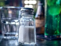 Salzige Ernährung schadet Gehirn und Gefäßen