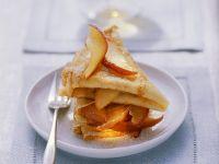 Pfannkuchen mit gedünsteten Äpfeln