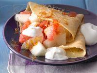 Pfannkuchen mit Obstsalat und Karamell Rezept