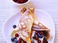 Pfannkuchen mit Sahne-Beeren-Füllung Rezept