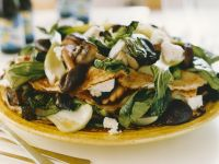 Pfannkuchentorte mit Ziegenkäse, Pilzen und Pak Choy Rezept