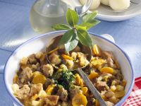 Pfeffriges Schweineragout mit Kartoffelklößen Rezept