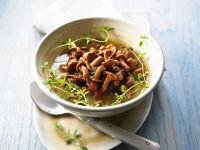 Pfifferlings-Suppe mit Thymian Rezept