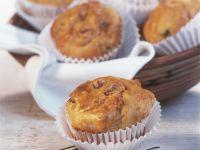 Pikante Muffins mit Käse und Schinken Rezept
