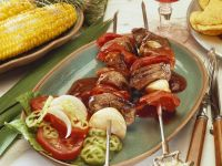 Pikante Spieße mit Rinderfilet, Paprika, Zwiebeln dazu Steaksoße Rezept
