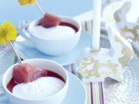 Pikantes Tomatensüppchen mit Tunfischstick und Sahnehäubchen Rezept