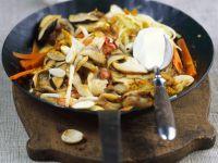 Pilz-Gemüse-Pfanne mit Mandeln Rezept