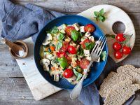 Pilz-Gemüse-Pfanne mit Tofu und Tomaten Rezept