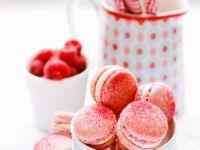 Pinke Macarons mit Himbeeren Rezept