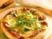 Pizza aus Kartoffelteig mit Rucola Rezept