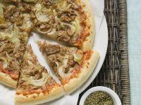 Pizza mit Thunfisch und Zwiebeln Rezept