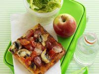 Pizza mit Tomaten, Chorizo und Champignons Rezept