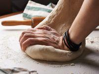 Pizzateig selber machen: So geht's