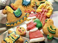 Plätzchen-Figuren mit buntem Zuckerguss Rezept