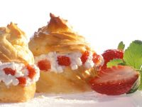 Profiteroles mit Hüttenkäse und Erdbeeren Rezept