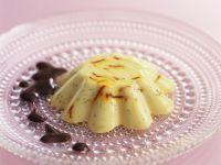 Pudding mit weißer Schokolade, Kardamom und Safran Rezept