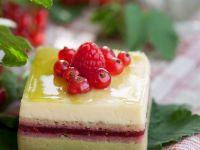Puddingschnitte mit Beeren Rezept