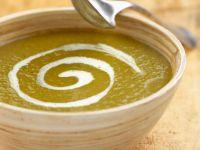 Pürierte Suppe aus verschiedenen Gemüsen