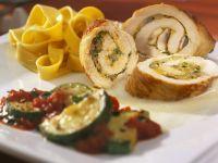 Puten-Champignon-Roulade mit Zucchini und Bandnudeln Rezept