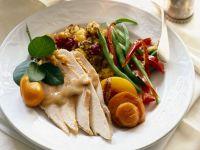 Putenbrustfilet mit Gemüse und Cranbeeriesoße