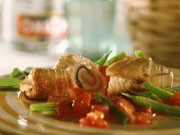 Putenröllchen mit Bohnen-Tomatengemüse Rezept