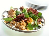 Putenschnitzel mit Rucola, Kapern, Lollo Rosso und Pinienkernen Rezept