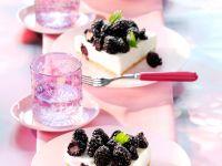 Quark-Buttermilch-Torte mit Brombeeren (ohne Backen) Rezept