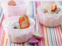 Quarkcreme mit Eis und Obst Rezept