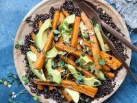 Quinoasalat mit Avocado und Möhren Rezept