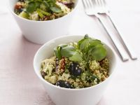 Quinoasalat mit Oliven und Schafskäse Rezept