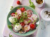 Radieschensalat mit Frischkäsebällchen Rezept