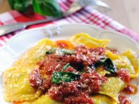 Ravioli mit Ricottafüllung und Tomatensauce Rezept