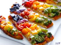 Gesunde Regenbogen-Pizza
