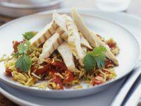 Reis-Paprikaschoten-Salat mit Hähnchenfiletstreifen Rezept