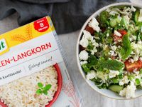 Reis-Taboulé mit Minze, Gurken, Tomaten und Feta