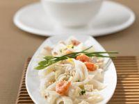 Reisnudeln mit Tofu, Garnelen, Hühnchen und Kokossoße Rezept