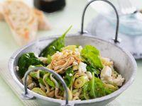 Reisnudelsalat mit Spinat und Feta Rezept