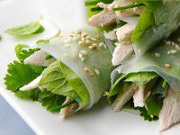Reispapierröllchen mit Huhn, Spinat und Koriander Rezept