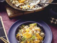 Reispfanne mit Champignons, Rührei und Zwiebeln Rezept