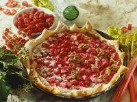 Rhabarber-Blätterteigtorte mit Beeren und Nüssen Rezept