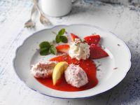 Rhabarber-Mousse mit Erdbeeren Rezept