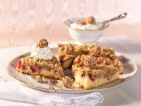 Rhabarberkuchen mit Marzipanstreuseln Rezept