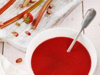 Rhabarbersuppe mit Erdbeeren Rezept